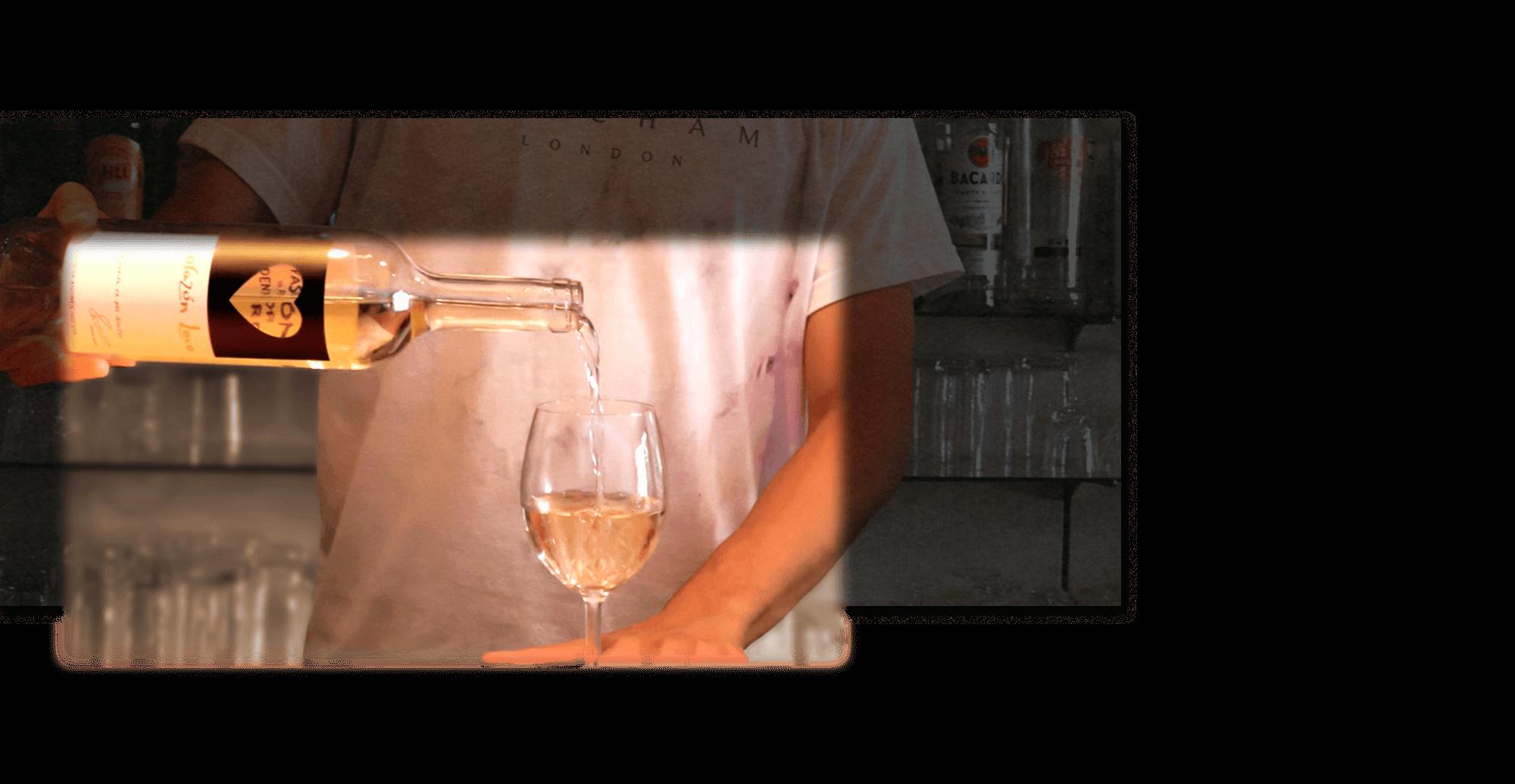 ふらっと立ち寄れる、寛ぎのひとときを豊富なワインと生カクテルをお楽しみ下さい